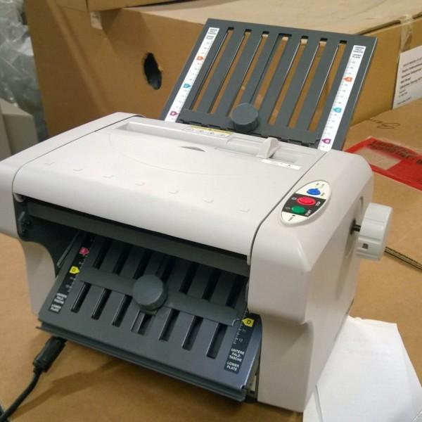 Ideal 8304 Paper Folding Machine