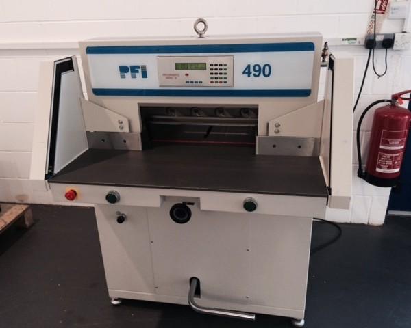 Duplo PFI 490 Programmable Guillotine