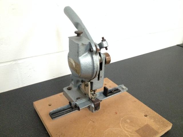 Manual Eyeletting Machine